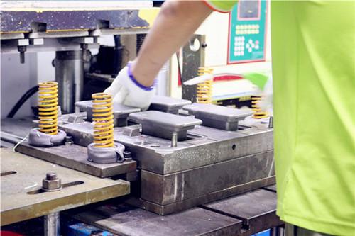 硅胶厂家定制硅胶套脱模困难解决方案